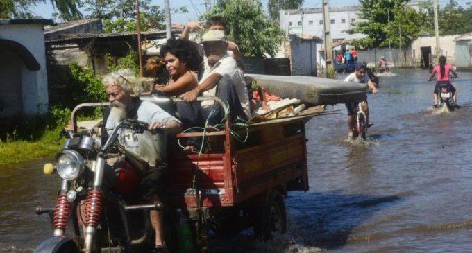 Familias del bañado son nuevamente desplazadas por la crecida del río