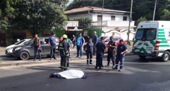 Funcionaria municipal muere tras ser atropellada por camión