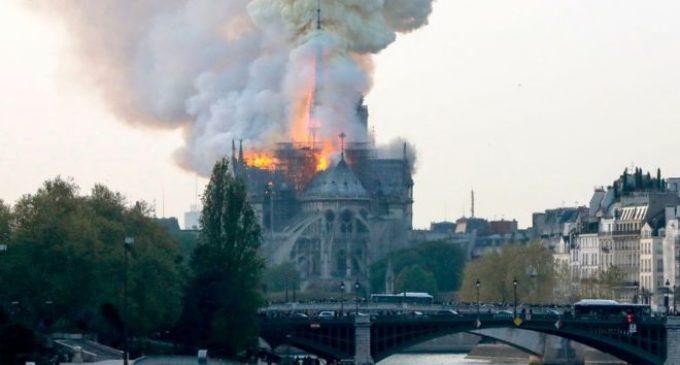 La Catedral de Notre Dame se incendia