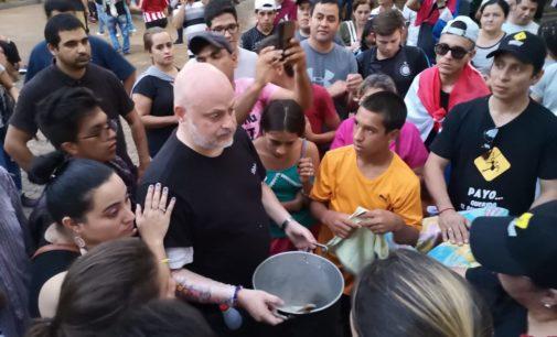 Manifestantes y el senador Payo seguirán en la plaza hasta el domingo
