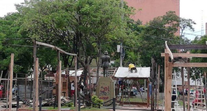 Municipalidad de Asunción notifica a damnificados a abandonar plazas