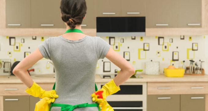 """Salario mínimo a empleadas domésticas fomentará trabajo """"en negro"""", consideran en IPS"""