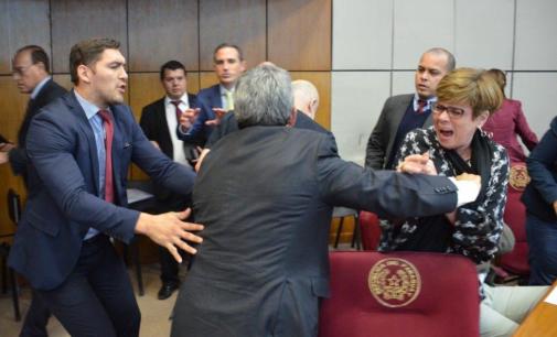 Desirée Masi recibió un fuerte golpe de Enrique Riera
