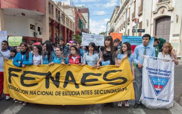 Estudiantes secundarios anuncian cierre de calles este martes
