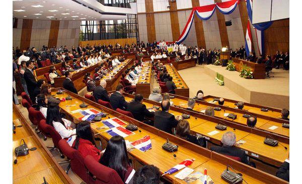 "Senadores culpan a diputados de ""inflar"" la Comisión Bicameral"