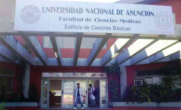 Hoy se podrán vacunar estudiantes del último año de universidades de ciencias de la salud habilitadas por el CONES