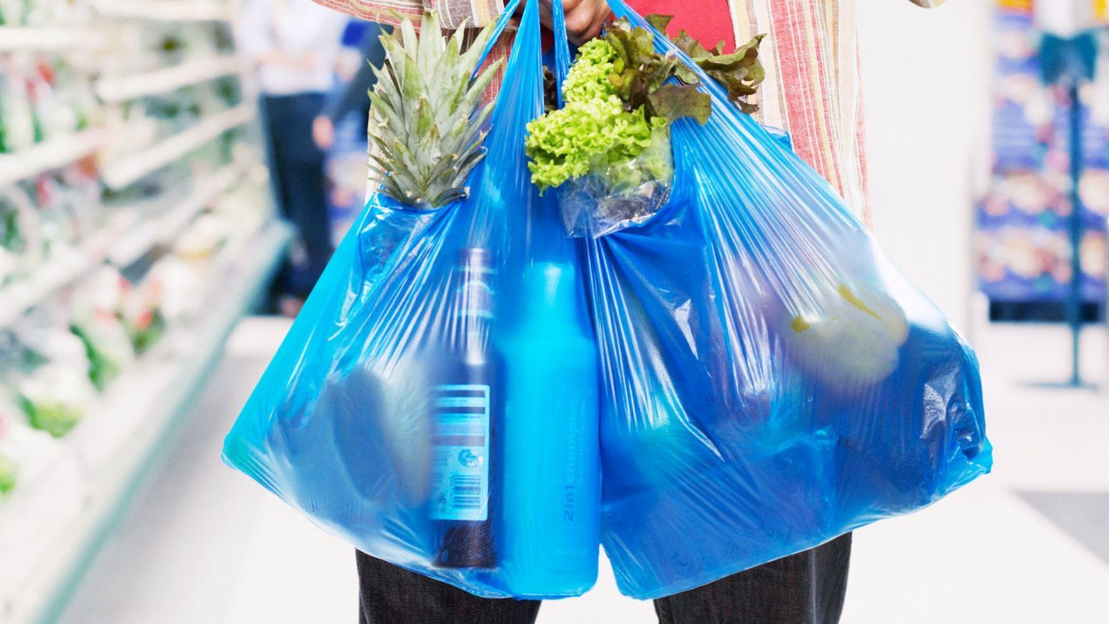 """Desde el próximo sábado, supermercados comenzarán a vender """"bolsas reutilizables"""""""