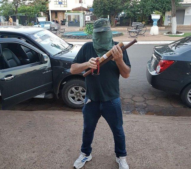 Concepcioneros se preparan con petardos y palos para recibir a Paraguayo Cubas