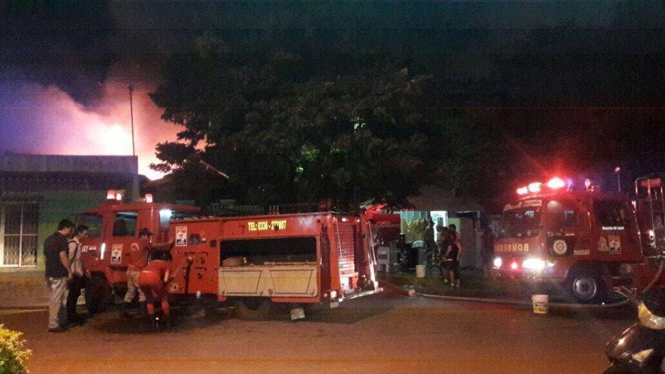 Vivienda y depósito de materiales afectados tras incendio en Pedro Juan Caballero