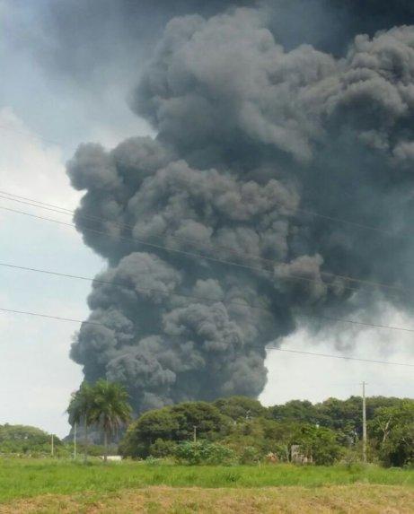 Incendio de neumáticos en vertedero de Salto de Guairá