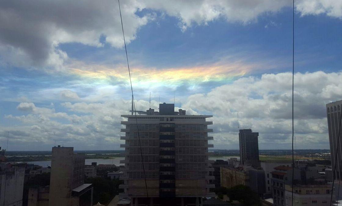 """""""Arco Iris Recto"""" o Arco Circunhorizontal, el fenómeno del día"""