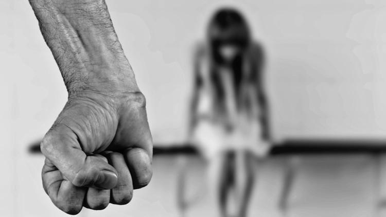 """""""La violaban mientras estaba pariendo"""": El drama silencioso del tráfico de latinoamericanas en Europa"""
