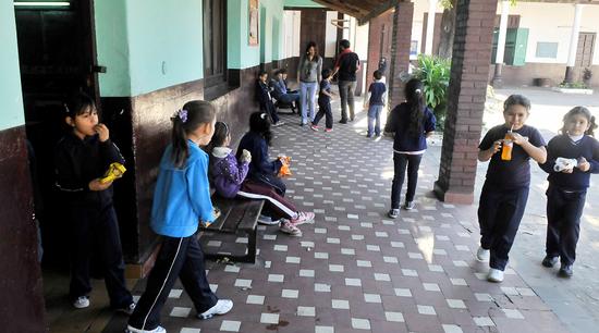 Padres de alumnos de insittuciones de educación pública, se sienten excluidos por el MEC