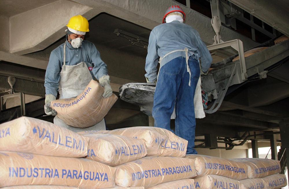 Escasez de cemento se debe a problemas de las proveedoras privadas, según la INC