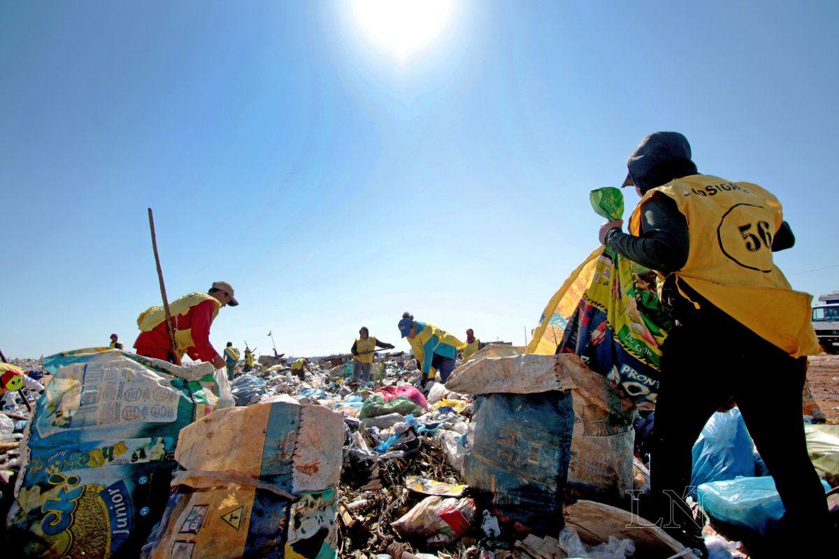 Planean generar opciones laborales para recicladores de Cateura