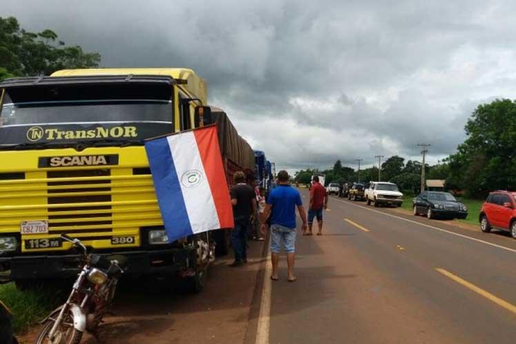 """Camioneros en paro mantienen """"secuestrados"""" camiones que no se suman a los reclamos"""