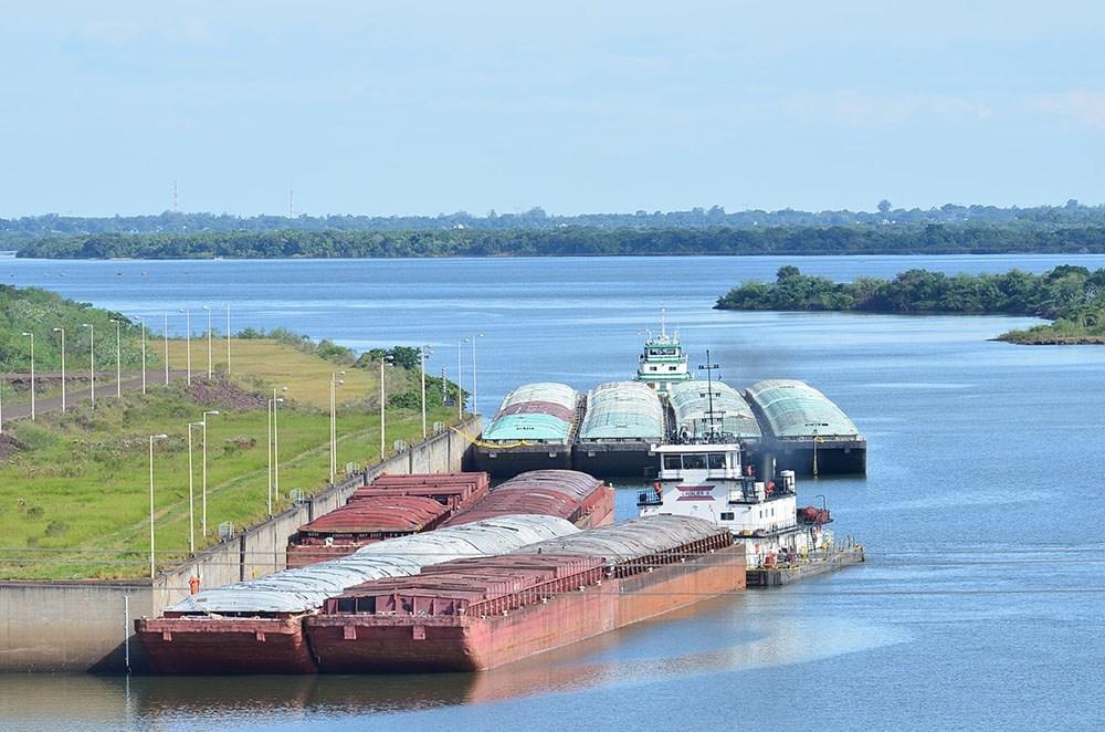 Regresa Kirchner y vuelven las extorsiones, avizoran navieros paraguayos
