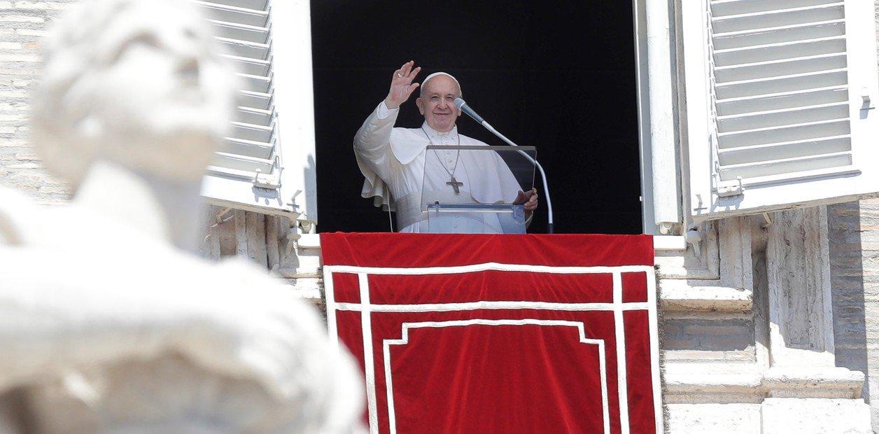 """Papa Francisco: """"Recurrir a un adivino a que lea la mano no es de cristiano"""""""