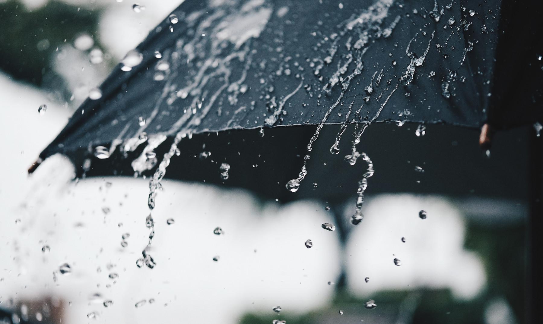 Sábado con lluvia pero caluroso
