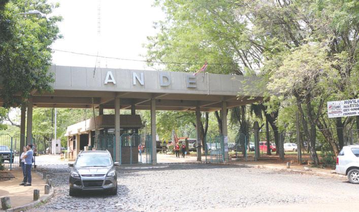 SITRANDE insiste en destitución del presidente de la ANDE