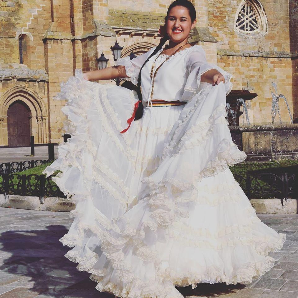 Paraguaya  deja a todos boquiabiertos con la Danza de la Botella en España