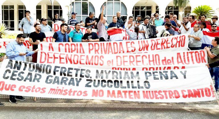 Manifestación de músicos frente al Palacio Judicial