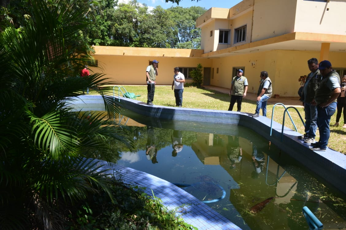 Intervienen residencias con piscina en mal estado en el marco de la lucha contra el Dengue.