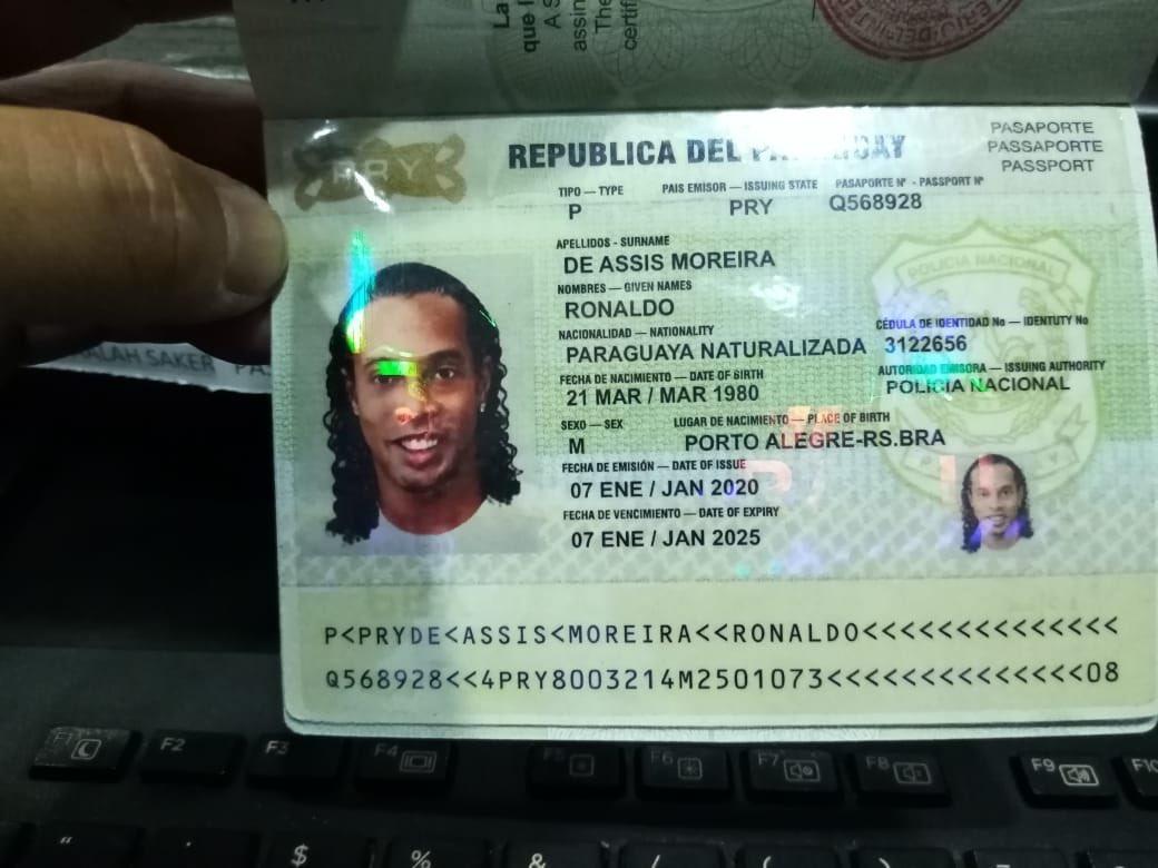 Ronaldiho Gaúcho habría entrado a Paraguay con pasaporte adulterado