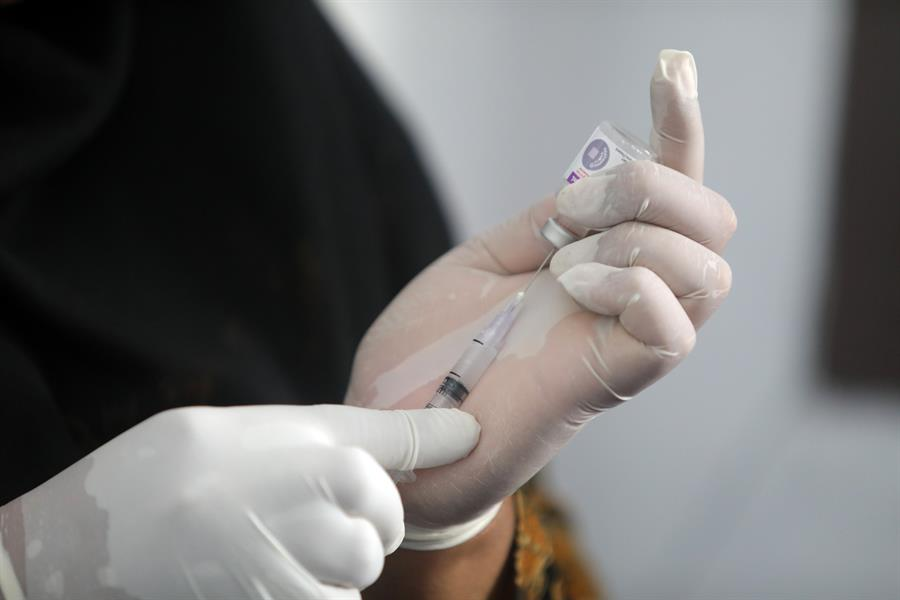 Suspenden las pruebas de la vacuna contra el Covid-19