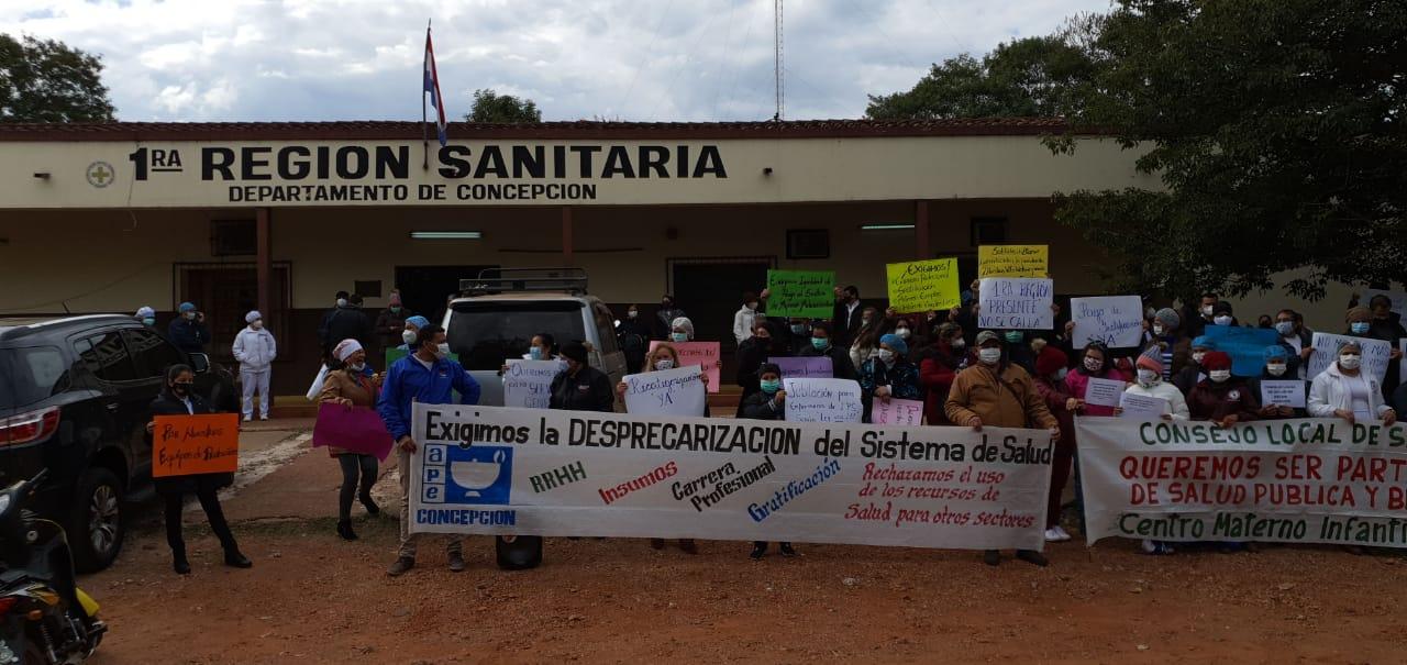 Personal de blanco de Concepción reclama insumos y pagos de gratificaciones