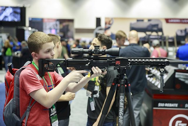 Nueva York busca cerrar la poderosa Asociación Nacional del Rifle por fraude