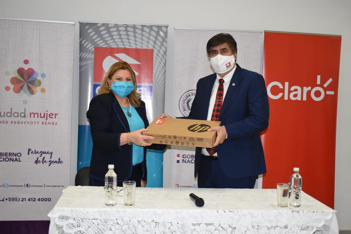 CONATEL dona equipos informáticos al Ministerio de la Mujer