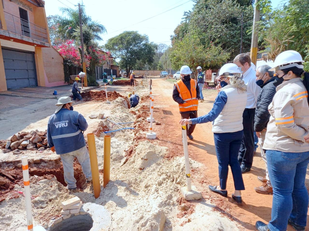 Obras de alcantarillado sanitario  en Fernando de la Mora con 50% de avance físico