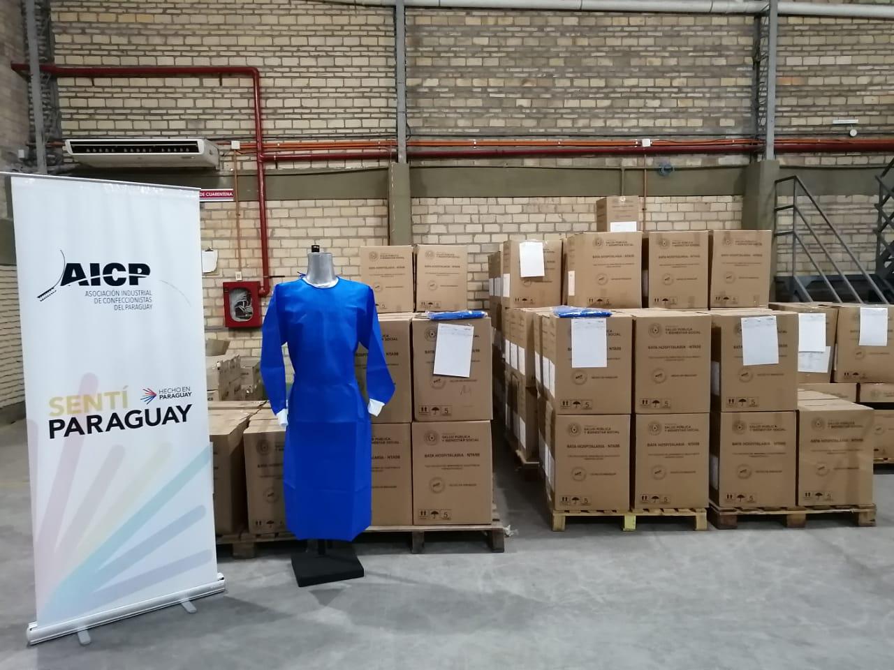 Confeccionistas realizan cuarta entrega de Batas Hospitalarias para Salud