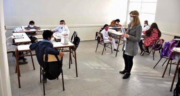 Directores exigen mesa de diálogo para definir inicio de clases en el sector público