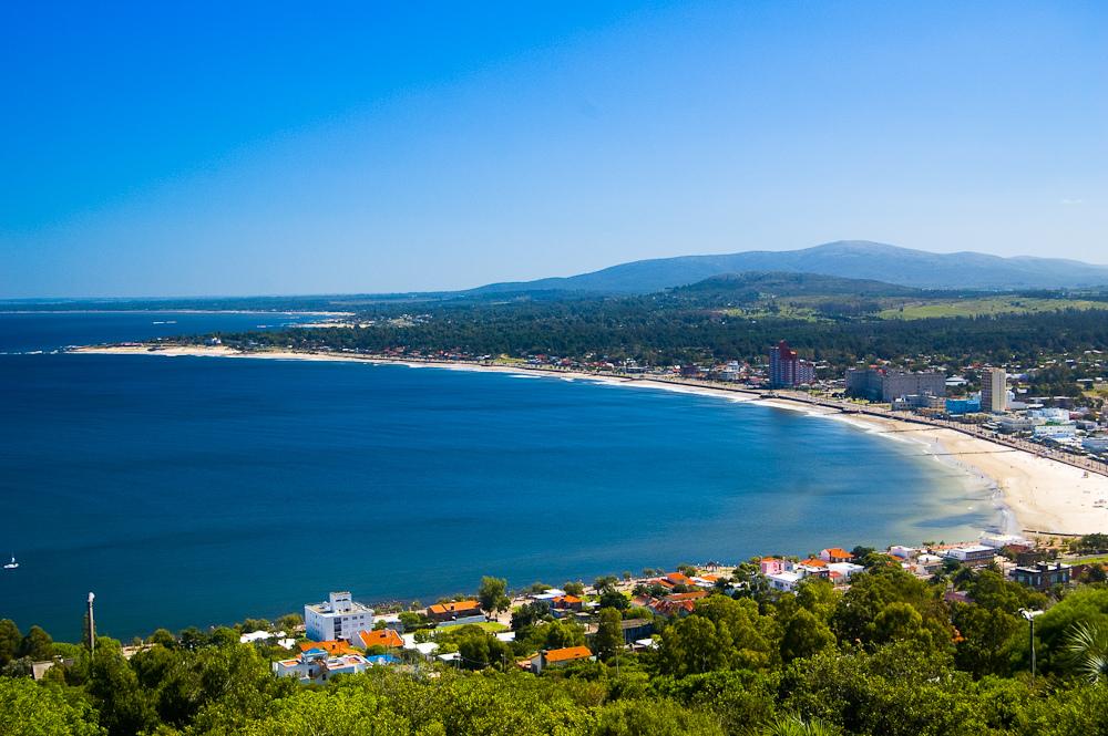 Uruguay sufrirá fuerte caída de ingresos por turismo, pero priorizará mantener números bajos de COVID-19