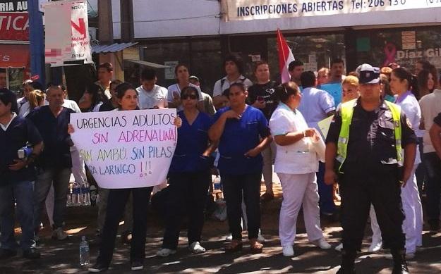 """Funcionarios de Hospital de Clínicas levantan huelga y califican de """"mentiroso"""" al Gobierno"""