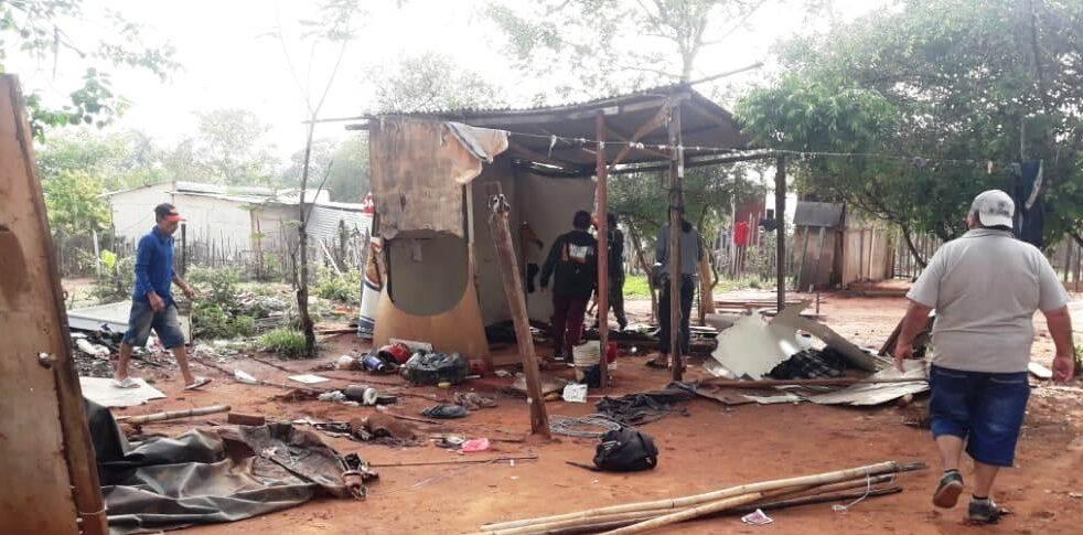 Más de 80 familias desocupan una propiedad privada en Luque