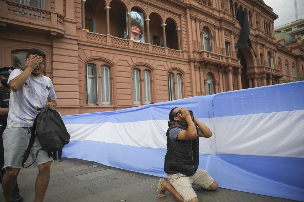 Argentina despide a Diego Maradona entre desconsuelo y caos