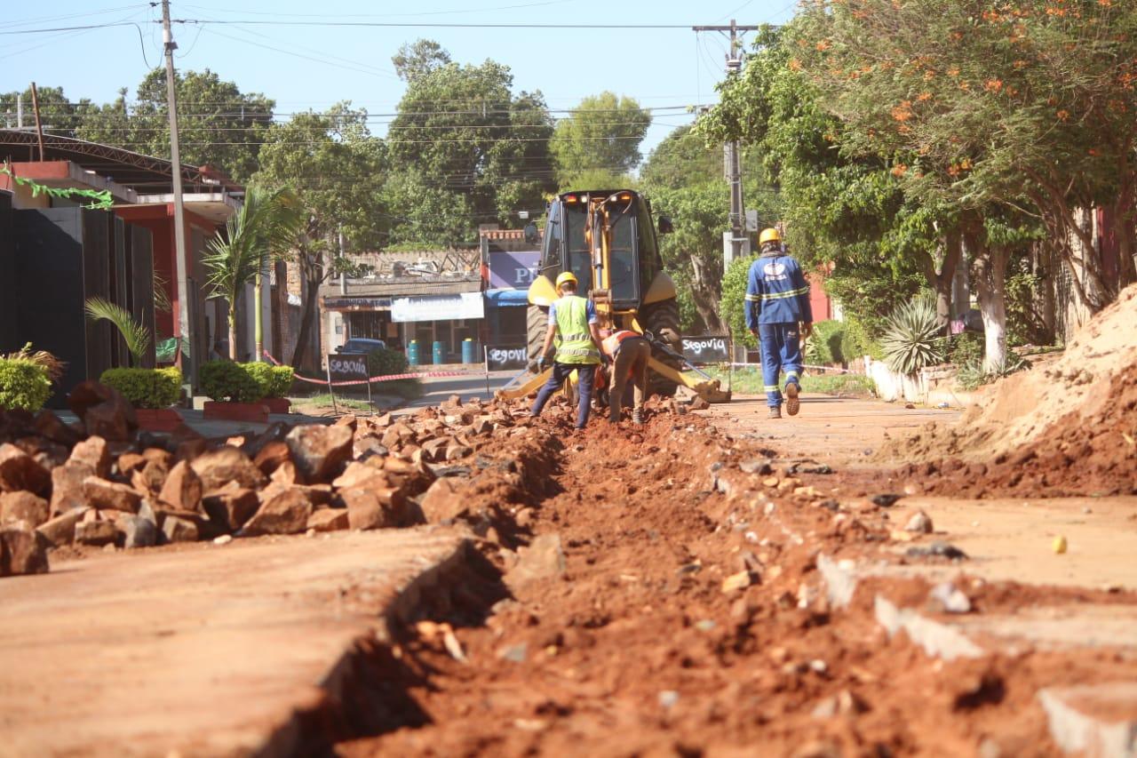 Continúan avanzando las obras de alcantarillado sanitario en Fernando de la Mora