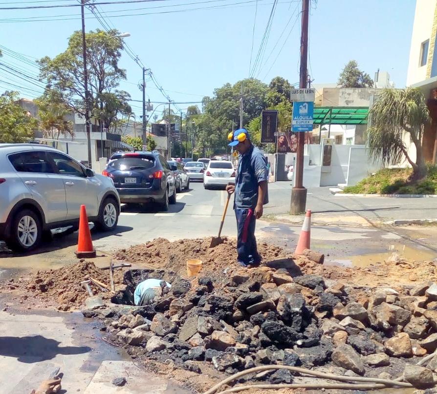 Realizan trabajos para mejorar distribución de agua potable en Asunción