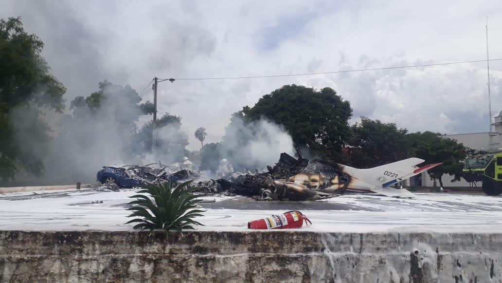 Avioneta de la Fuerza Aérea Paraguaya cae y deja al menos 7 fallecidos