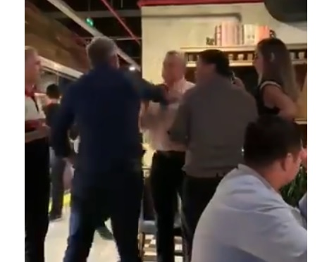 """""""Escrache"""" a Villamayor en restaurante: Gritos, golpes y retirada del jefe de Gabinete"""
