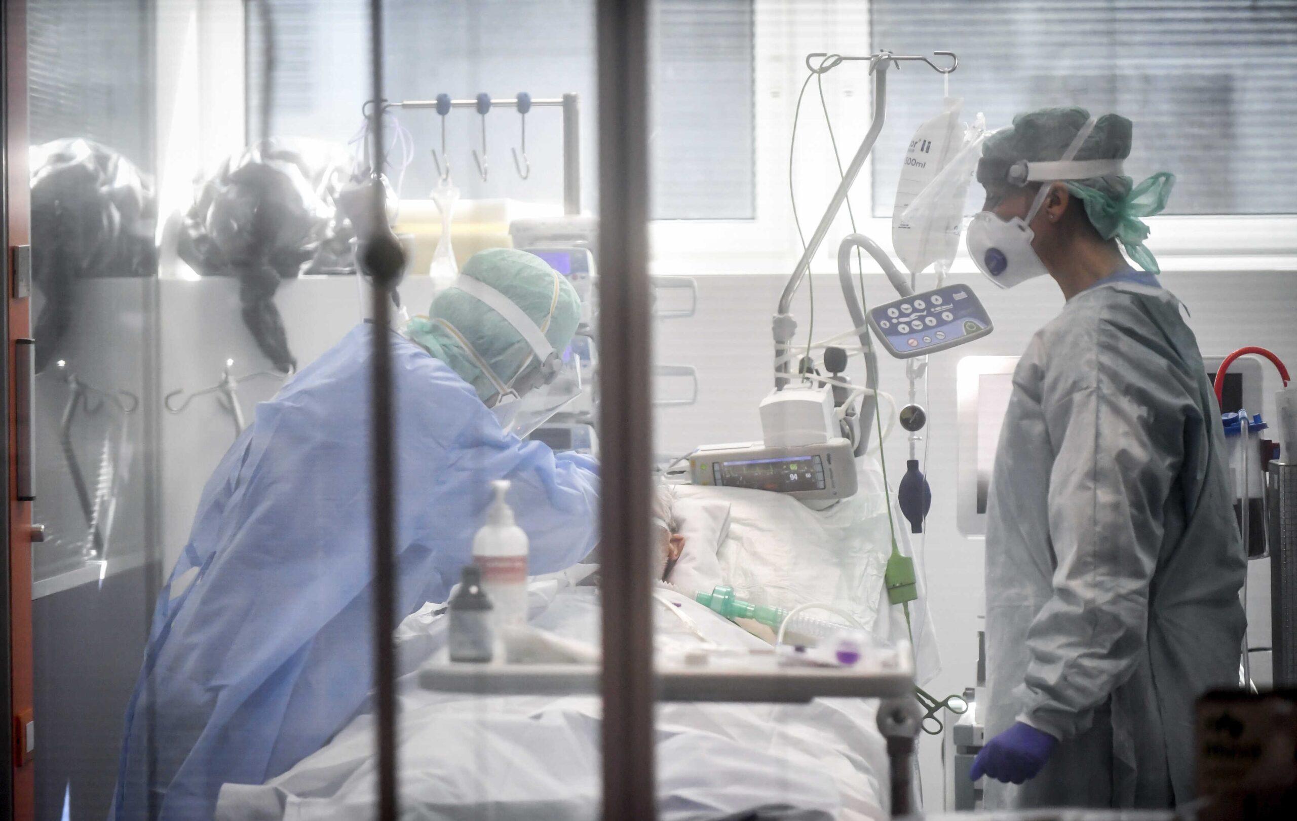 Presidente promulga ley que crea fondo para cubrir gastos de pacientes con COVID-19