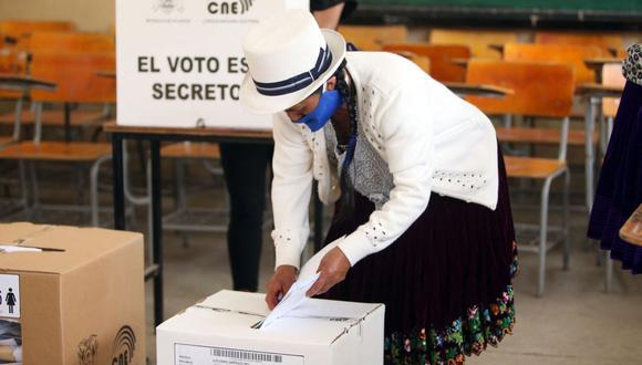 Perú y Ecuador abren urnas para elegir presidente