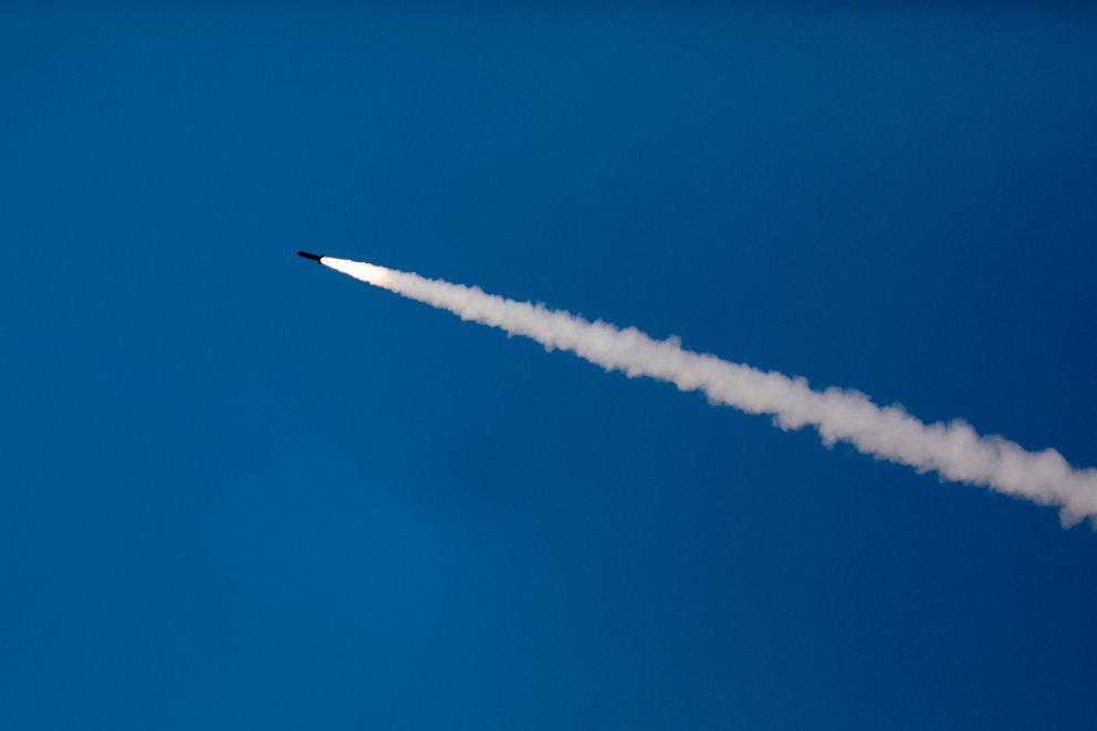 Israel asegura que un misil disparado desde Siria impacta en los alrededores del reactor nuclear de Dimona