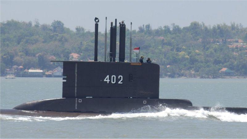 Indonesia encontró al submarino desaparecido partido en pedazos en el fondo del mar: los 53 tripulantes están muertos