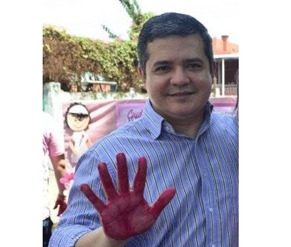 Director Núñez acompañó a brigada que vacunó en su casa a Mirta Gusinky