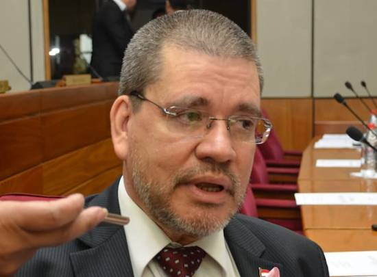 """Salomón se alió con """"gente que apoya la invasión de tierras y la despenalización del aborto"""", dice senador Barrios"""