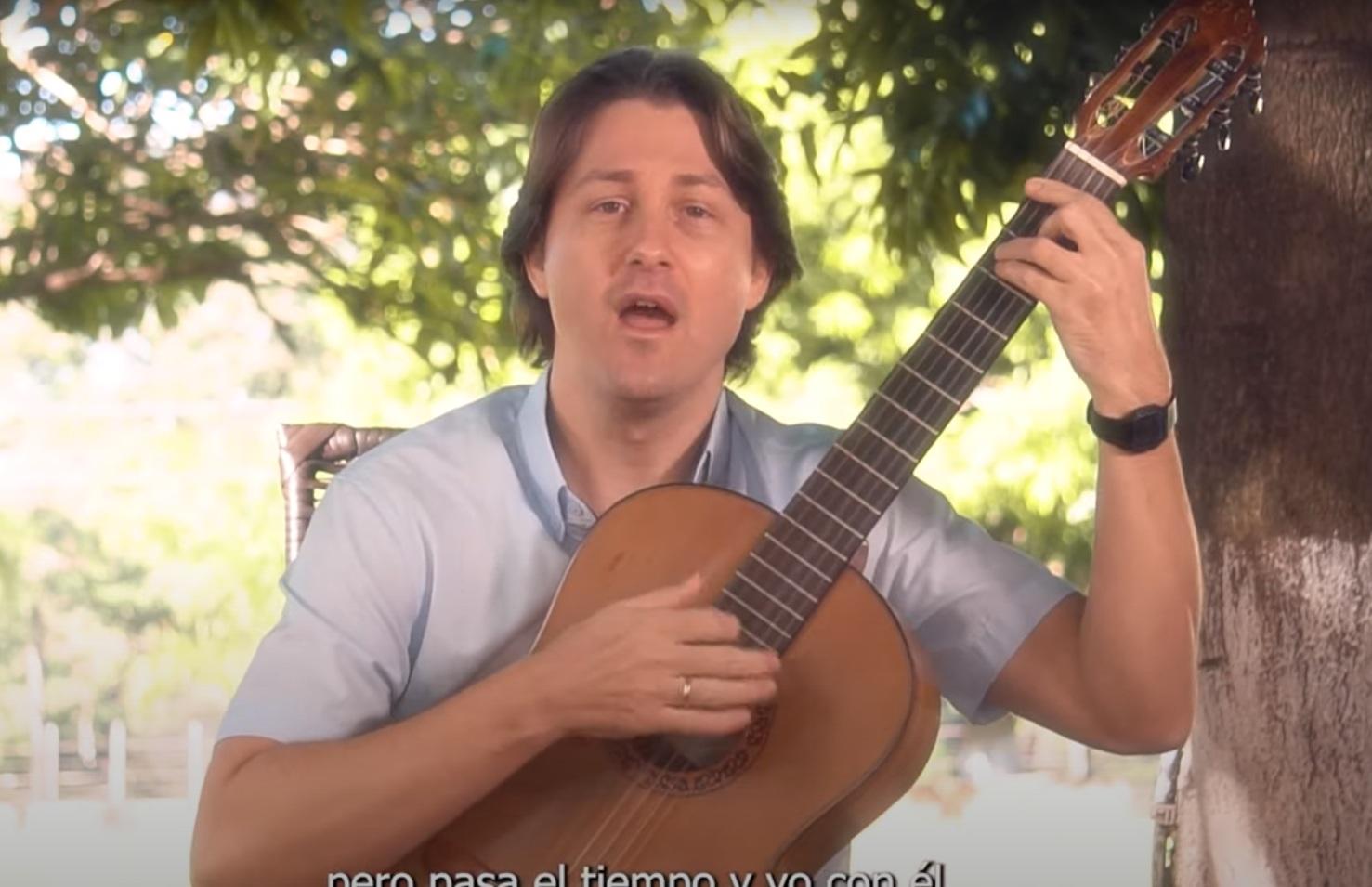 """""""Che ru"""", la nueva canción de David Portillo en homenaje a los padres"""